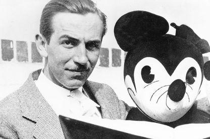 Walter Elias Disney, alias Walt Disney (1901 - 1966), grand maître du divertissement pour enfants, des parcs à thèmes aux films d'animation.