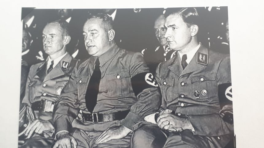 Le Gauleiter Josef Bürckel (au centre)en charge de la Moselle annexée