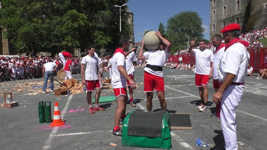 Compétition de force basque aux Fêtes de Bayonne