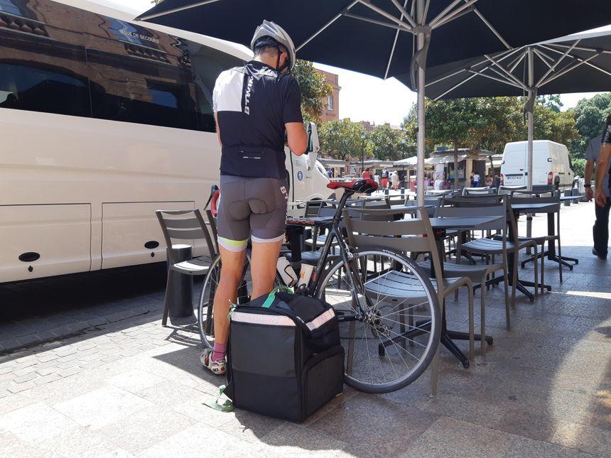 Cet été, et avec les fortes chaleurs, les livreurs à vélo se font un peu plus rares dans le centre-ville toulousain.