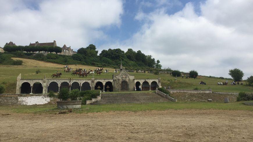 Le spectacle se déroule au pied du château Castegens.