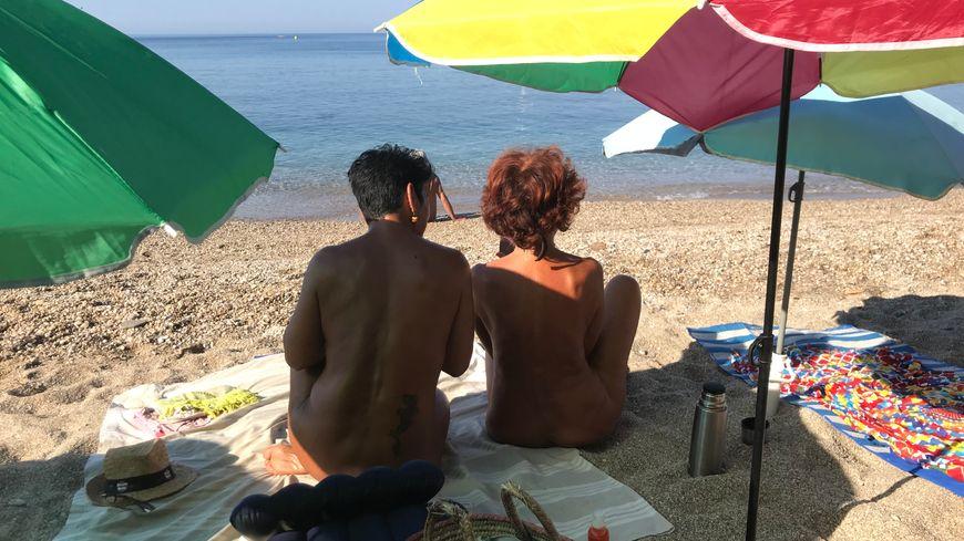 La pratique du naturisme est autorisée par arrêté sur la plage du Monaco au Pradet