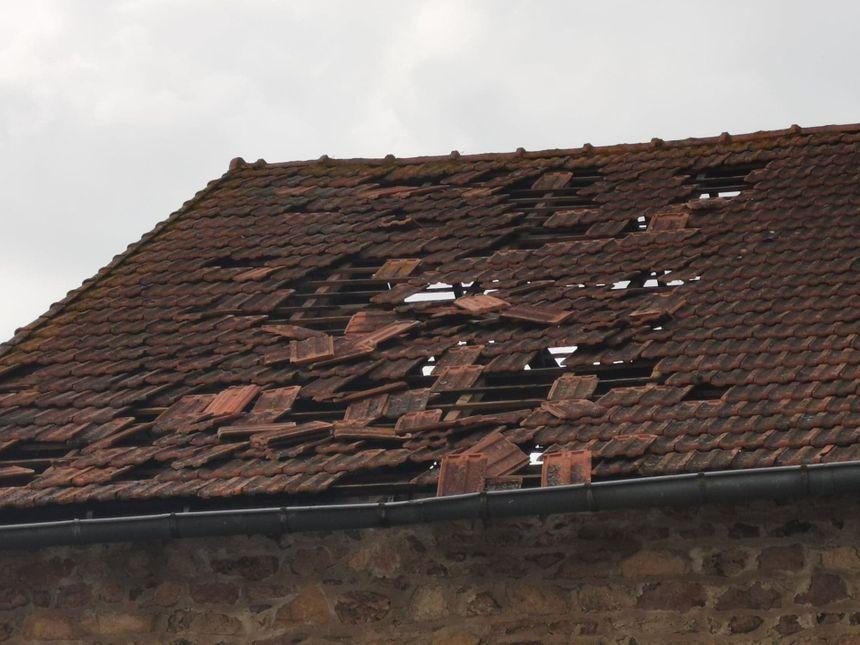 Beaucoup de dégâts sur les toits de maison à Chambonchard