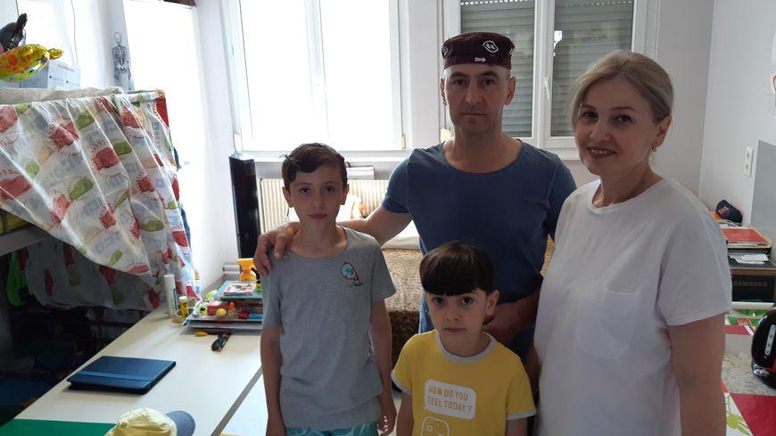 Cette famille tchétchène occupe une chambre d'une vingtaine de mètres carré