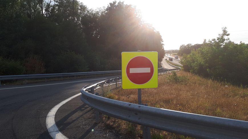 Des panneaux sens interdits plus visibles sont désormais installés sur toutes les sorties de la RN 145 en Creuse.