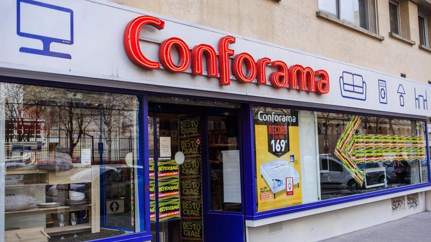 Sur les 32 magasins qui doivent fermer et qui comptent actuellement 1.050 salariés, huit sont situés en Ile-de-France, dont deux à Paris (illustration)