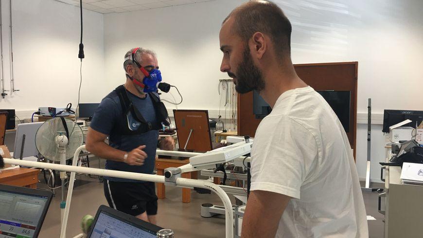Un des coureurs volontaires lors d'un test au Laboratoire Interuniversitaire de Biologie de la Motricité à Saint-Étienne