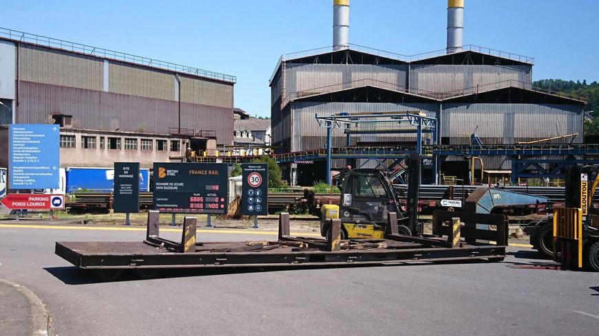 Pendant plus de 24 heures, un engin de chantier a bloqué l'accès au site British Steel d'Hayange.