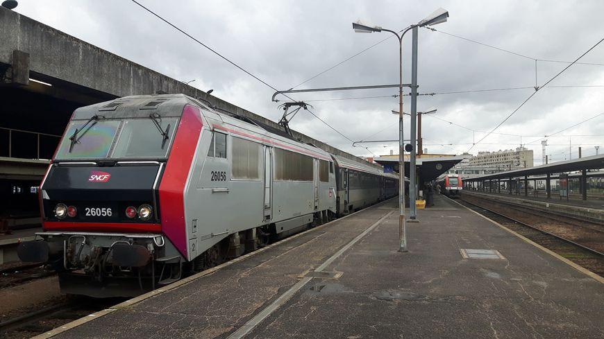 Le train Intercités 5982 était parti à 17h30 jeudi soir de la gare de Clermont-Ferrand