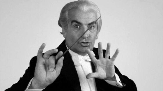 Louis de Funès en chef d'orchestre dans La Grande Vadrouille de Gérard Oury, en 1966.