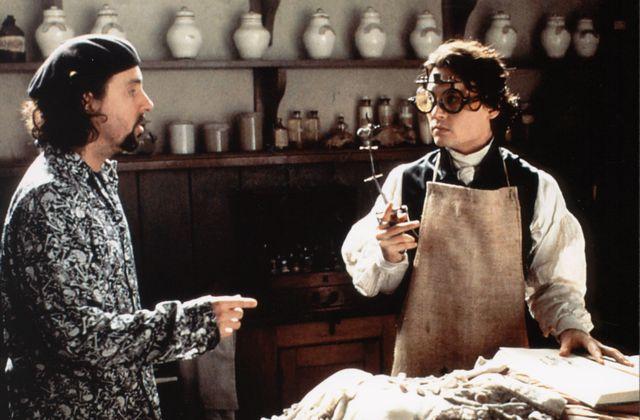 """Tim Burton et Johnny Depp, sur le tournage de """"Sleepy Hollow, la légende du cavalier sans tête"""" (1999)"""