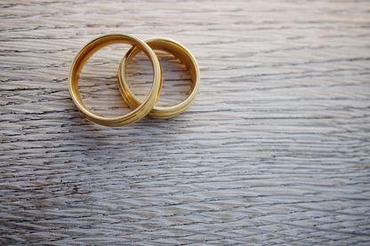 Deux anneaux pour marquer son amour : le mariage reste une valeur importante et marque souvent un des jours les plus fort d'une vie.