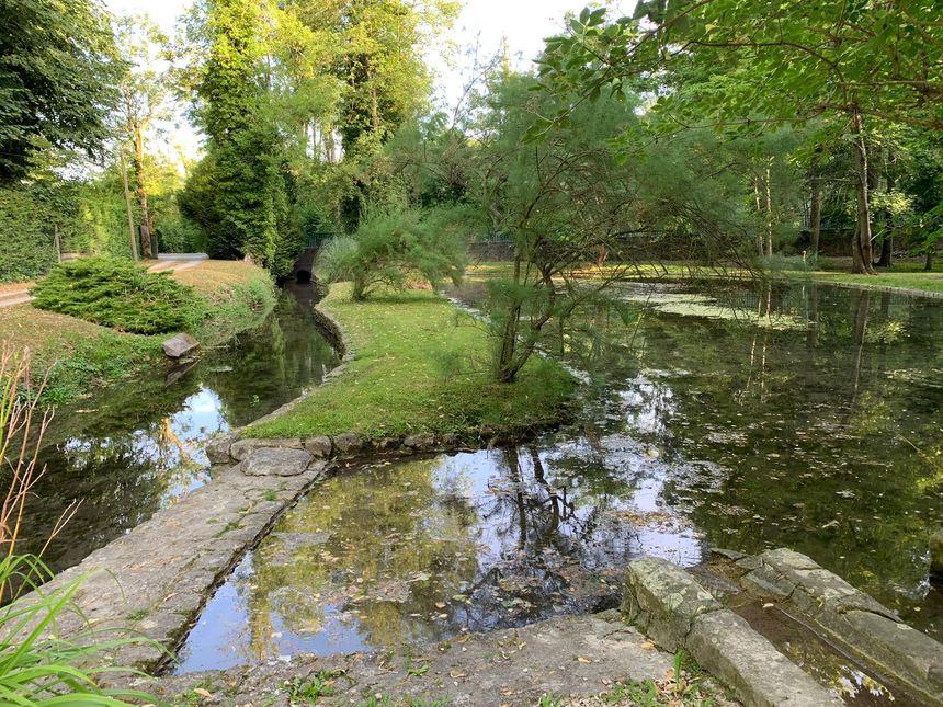 L'un des nombreux points d'eau du château de Vaux-le-Vicomte