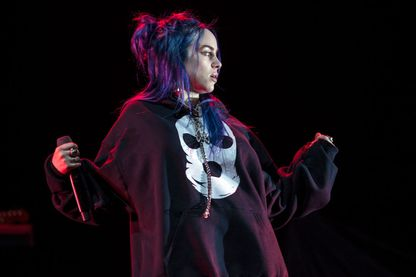 Âgée de seulement 17 ans, la chanteuse Billie Eilish a tout pour être heureuse. Pourtant, son premier album 'When We All Fall Asleep, Where Do We Go?' explore des univers cauchemardesques