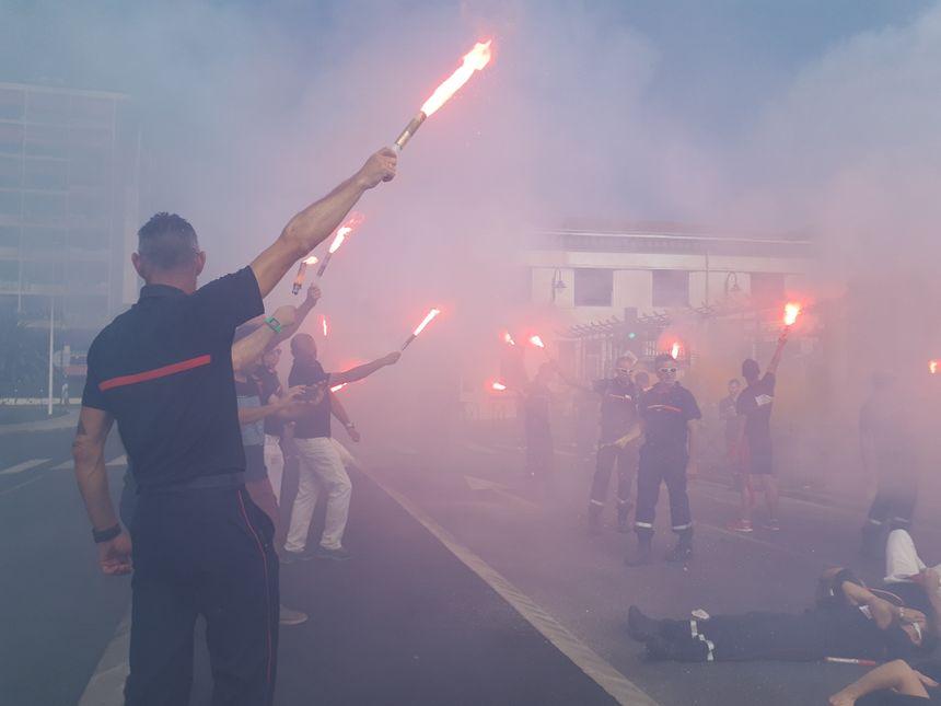 """Une délégation a été reçue en sous-préfecture pendant que les pompiers menaient une action """"die in"""""""