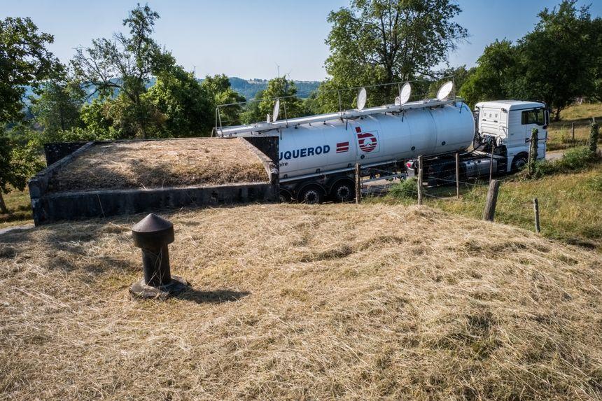La livraison de la citerne de 31000 litres à la station de pompage de Vernois sur Mance en Haute-Saône