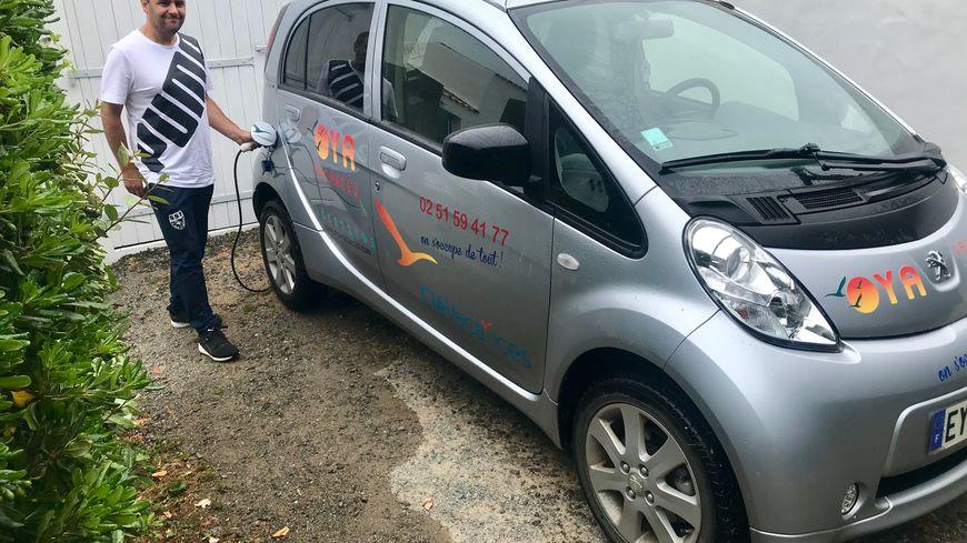 Pascal a choisi la voiture électrique pour ses déplacements personnels et professionnels.