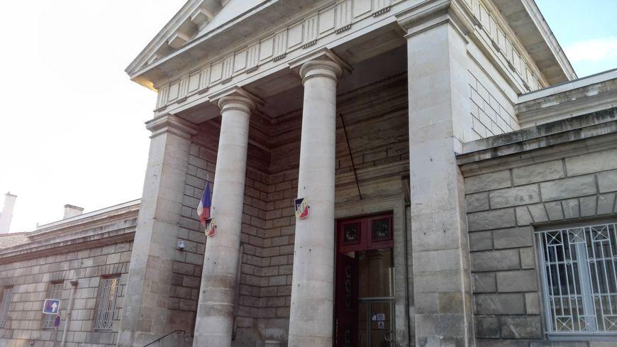 """Le tribunal correctionnel de Niort a jugé une """"'mule""""' pour avoir transporté 1,7 kg de cocaïne"""