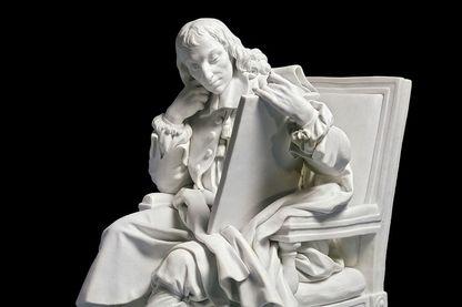 Statue de Blaise Pascal au Louvre à Paris