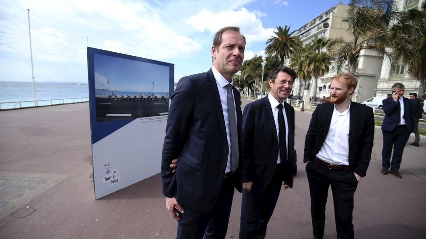 Christian Prudhomme (patron du Tour de France - à gauche) et Christian Estrosi le maire de Nice (au centre) sur la Promenade des Anglais à Nice.