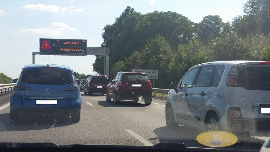 Deux personnes ont été blessées dans un accident sur l'A20 en Corrèze tôt ce samedi matin et plusieurs bouchons sont d'ores et déjà signalés aux abords de Brive (photo d'illustration)
