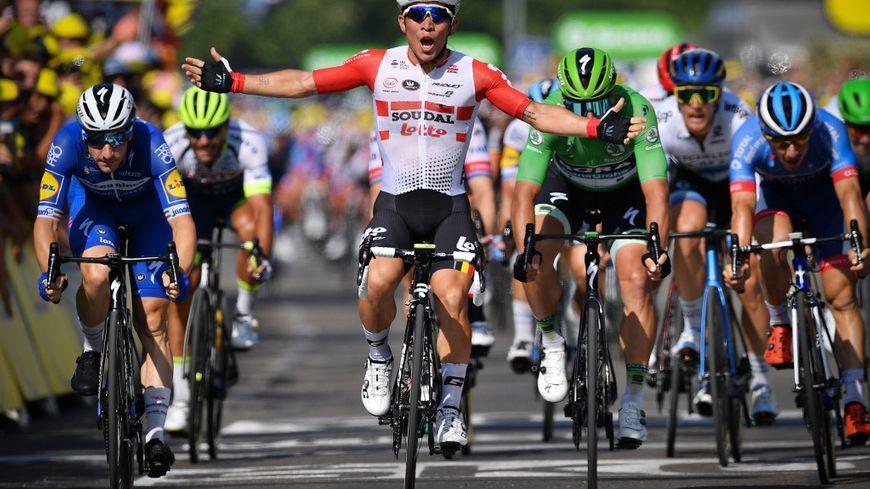 L'Australien Caleb Ewan remportant sur les Champs-Elysées sa 3e étape sur le Tour de France 2019