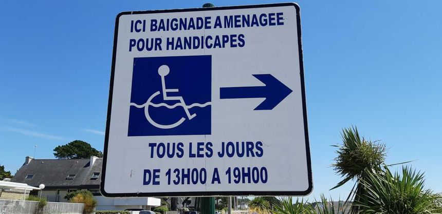 Morbihan, les bains de mer accompagnés pour les personnes handicapées. Le service fonctionne tous les jours depuis le 5 juillet - Radio France