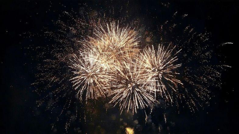 Journée de clôture aux Fêtes de la Madeleine avec le feu d'artifice tiré vers 23h