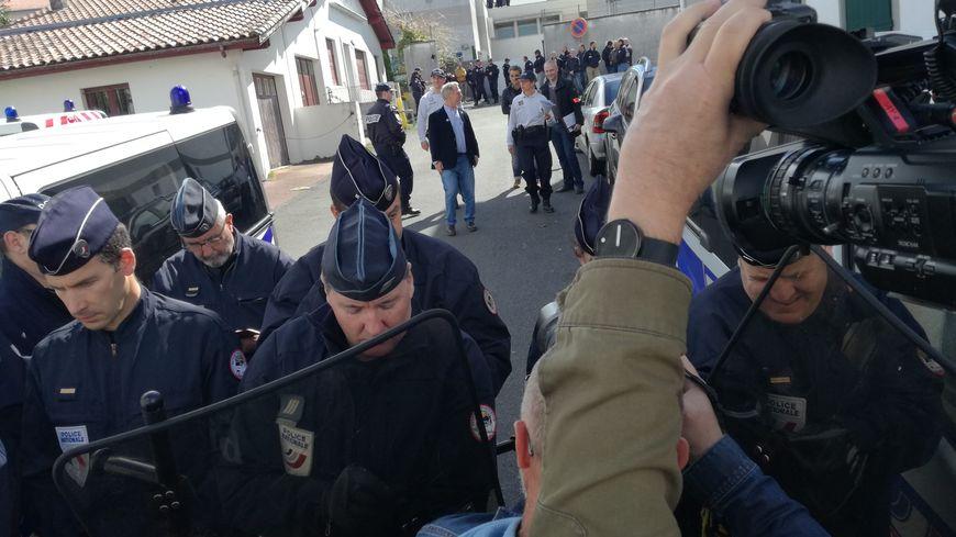 Manifestation devant le centre de rétention administrative d'Hendaye