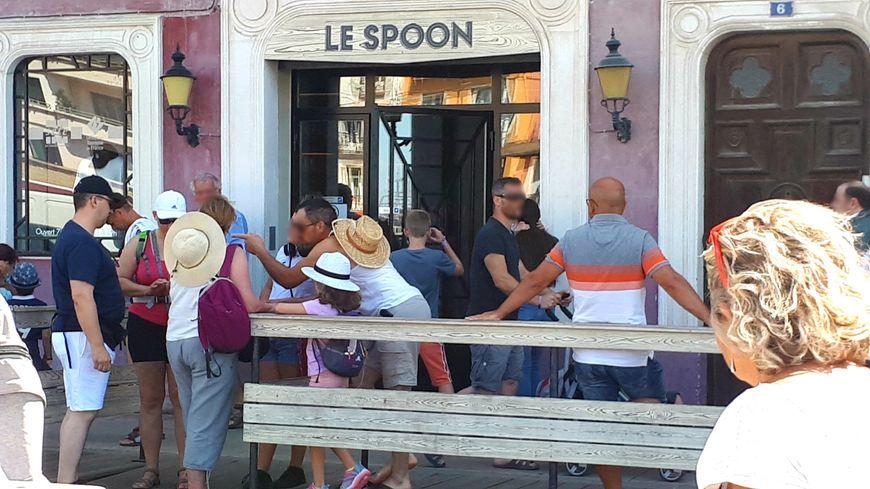 Le Spoon, bar emblématique de la série, aujourd'hui devenu boutique officielle de DNA