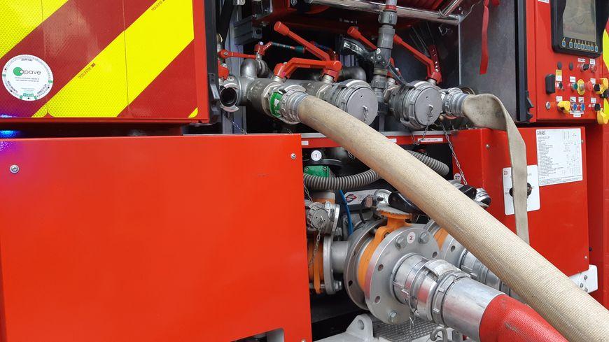 Une trentaine de pompiers est intervenue pour maîtriser l'incendie