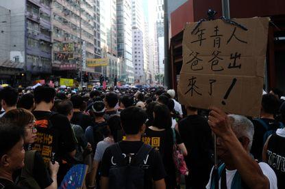 Des dizaines de milliers de manifestants se sont rassemblés au centre-ville de Causeway Bay à Hong Kong le 21 juillet 2019, exigeant le rappel total du projet de loi sur l'extradition parrainé par le gouvernement