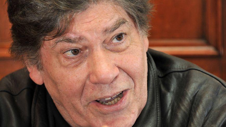Le journaliste Pierre Péan, originaire de Sablé, est mort jeudi 25 juillet à l'âge de 81 ans.