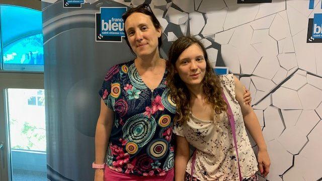 """Saint-Etienne : Chloé, autiste Asperger, a eu son bac littéraire mention """"très bien"""". Chloé Girardi et sa maman Marie."""