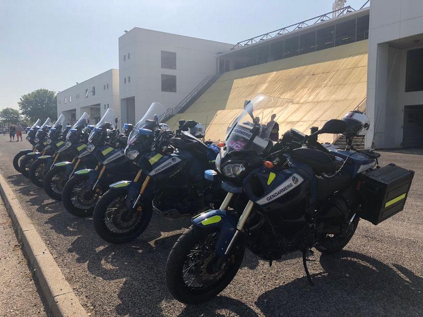 Les gendarmes motorisés prêts à suivre la caravane du Tour de France