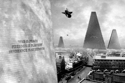 """Image tirée du film """"1984"""" de Michael Anderson, réalisé en 1956 et inspiré par le roman éponyme de George Orwell."""