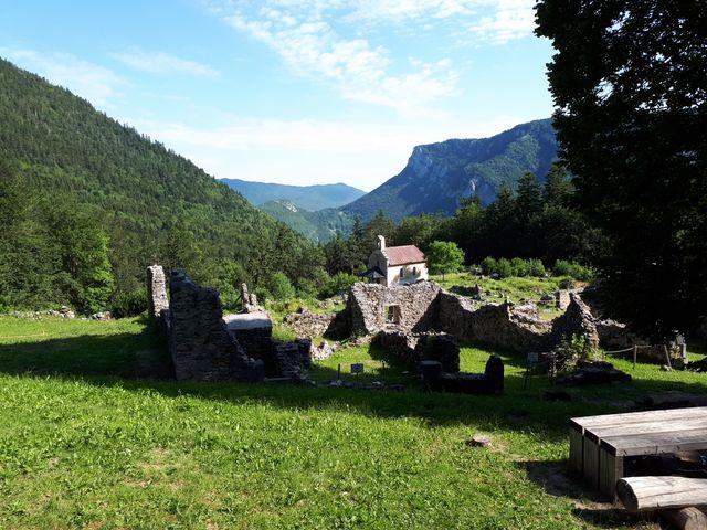 Dans le village martyr de Valchevrière.