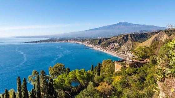 Vue de Taormine, avec l'Etna et la mer Ionienne