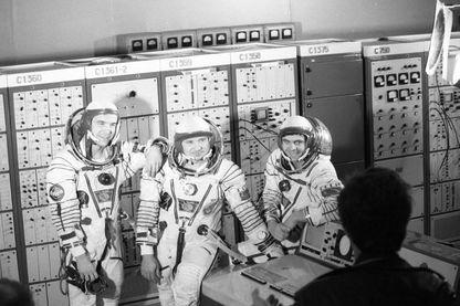 Les membres de l'équipe franco-soviétique en 1982 Patrick Baudry, Leonid Kizim et Vladimir Solovyov