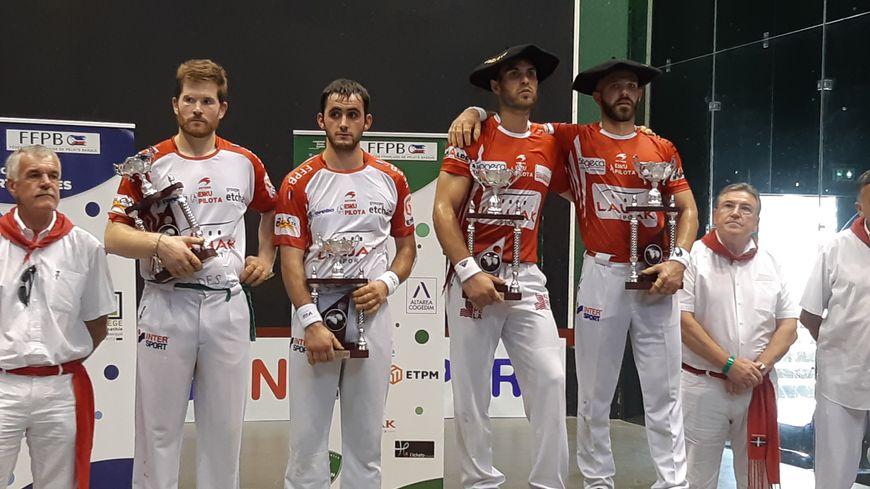 De gauche à droite sur le podium : Baptiste Ducassou, Mathieu Ospital, Bixintxo Bilbao et Peio Larralde