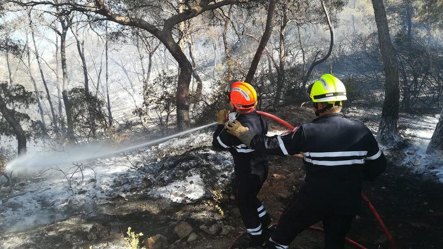 Les soldats du feu lutte à Saint-Mandrier