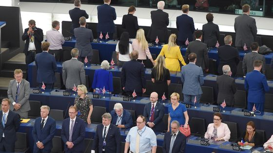 Pour leur rentrée à Strasbourg, le 2 juillet dernier, les députés européens du Brexit Party de Nigel Farage ont ostensiblement tourné le dos à l'hémicycle pendant que retentissait l'hymne européen.