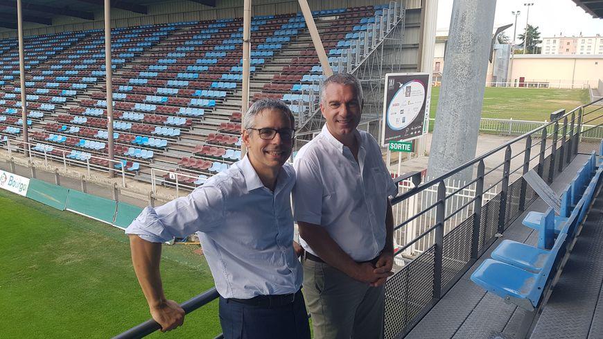 Le maire Vincent Chriqui et le président du CSBJ Henri-Guillaume Gueydan, au stade Pierre-Rajon à Bourgoin-Jallieu