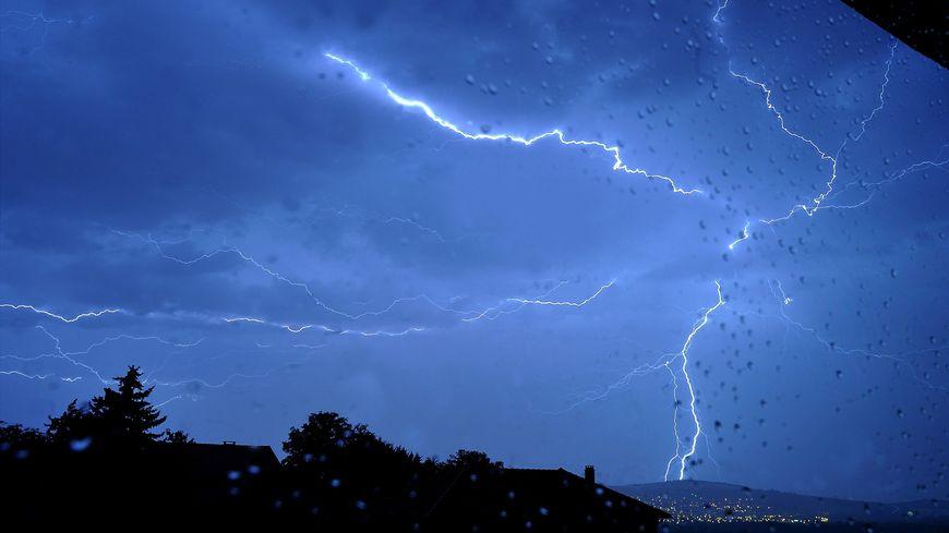 Plus de 5500 impacts de foudre ont été recensés lundi dans le Puy-de-Dôme
