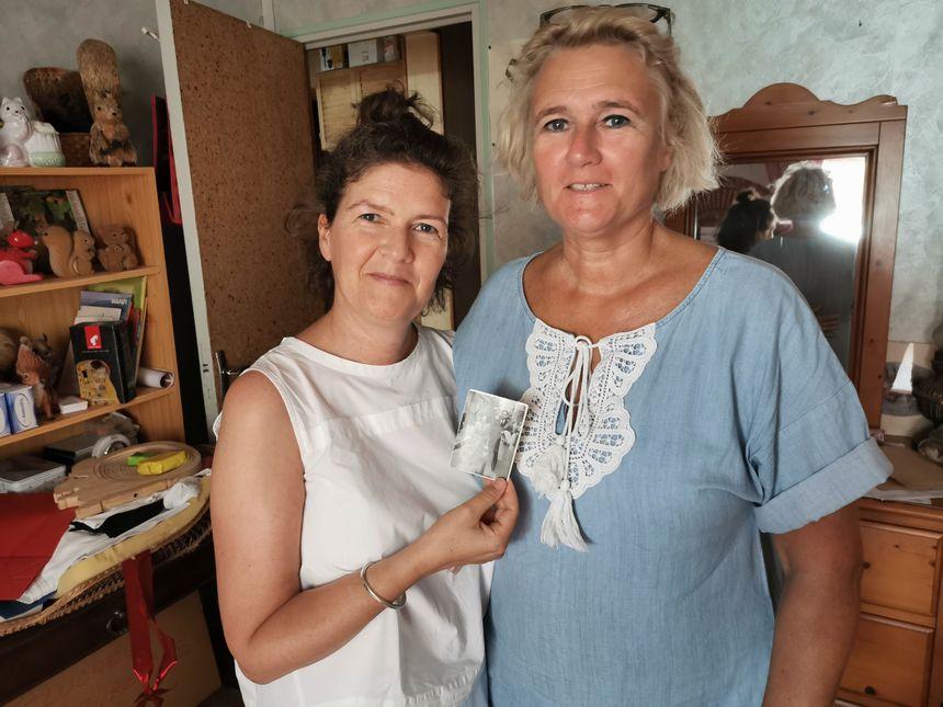 Tina et Pétra cherchent à mieux connaître la vie de leurs grands-parents dans la région
