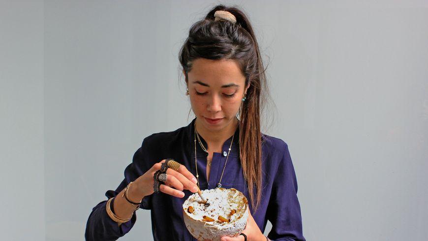Audrey Speyer, designeuse, s'intéresse aux vertus du mycellium. Le champignon digère les mégots de cigarette en deux mois.