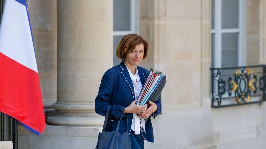 Florence Parly, ministre des Armées, à la sortie du Conseil des ministres sur le perron de l'Élysée, le 24 juillet 2019