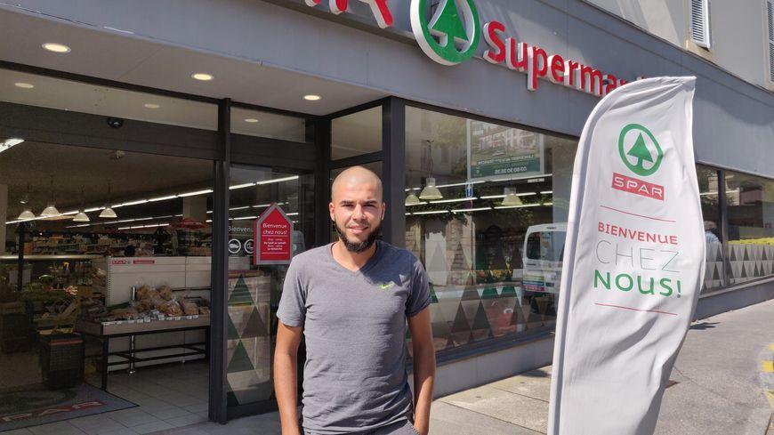 En parallèle de son activité de gérant d'un supermarché, Moran Berrahou préside le nouveau club de football de Talant