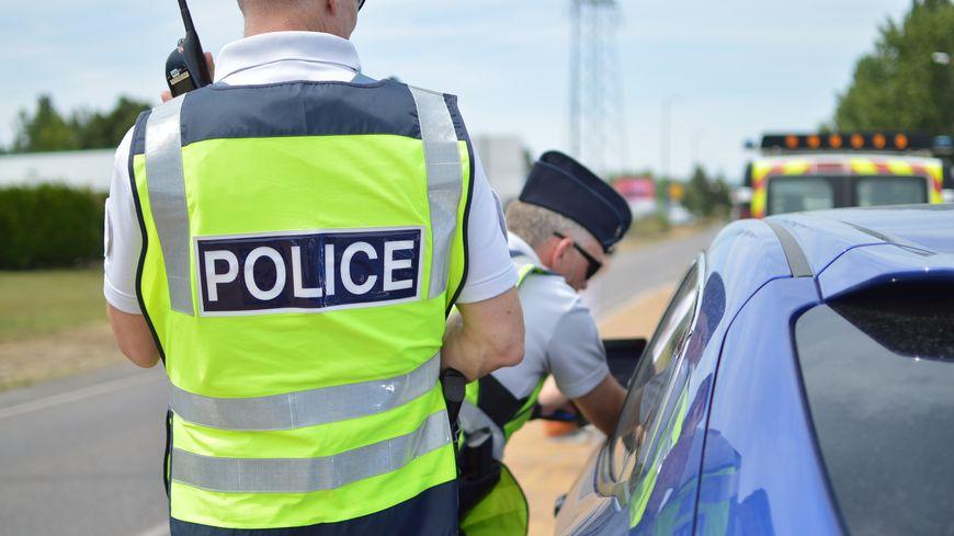 La police lors d'une opération de contrôle à Talange, en Moselle.