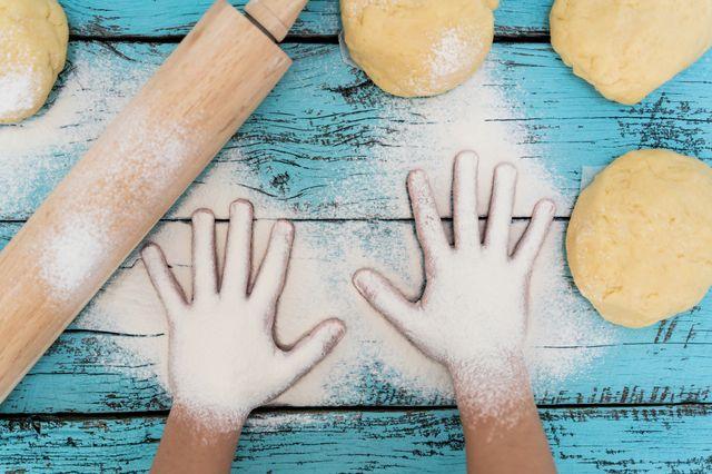 Quand les enfants mettent la main à la pâte...